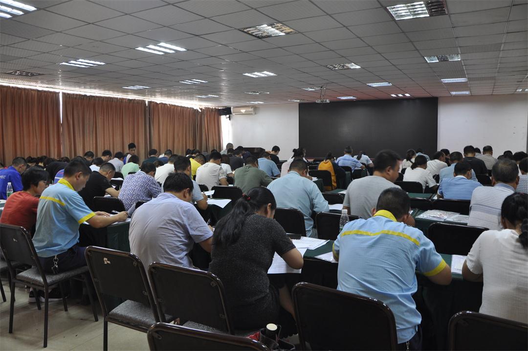 职业卫生培训最后,学员正在考试.jpg